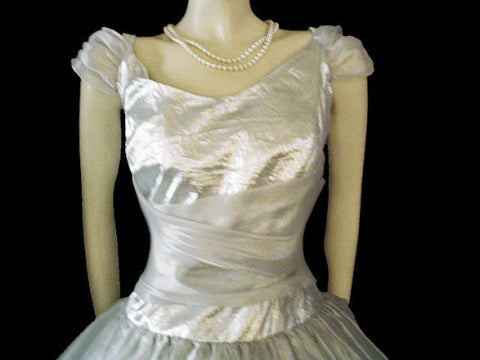 BEAUTIFUL VINTAGE '80s SILVER LAME & SILVERY ORGANZA PROM DRESS / EVENING GOWN ADORNED WITH  SPRIGS  OF FLOWERS