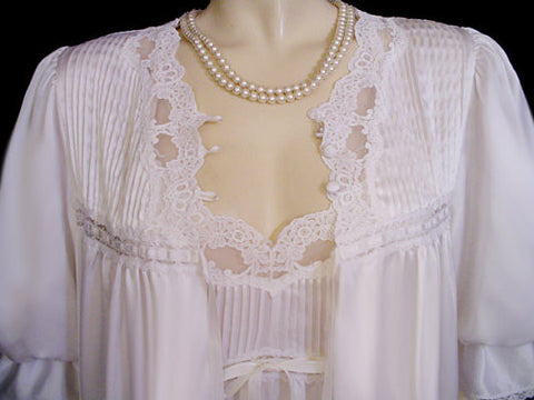 VINTAGE BARBIZON BRIDAL TROUSSEAU HEAVY SATIN PIN TUCKS & LACE PEIGNOIR & NIGHTGOWN SET WITH PUFFY SLEEVES