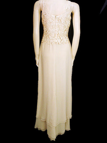 GORGEOUS $700 DAYMORE COUTURE CHIFFON & HEAVY LACE BODICE EVENING GOWN IN SHIMMERING SAND