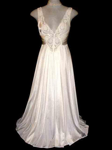 VINTAGE OLGA LACE SPANDEX BRIDAL TROUSSEAU NIGHTGOWN IN LUSTROUS IVORY PEARL- SIZE SMALL