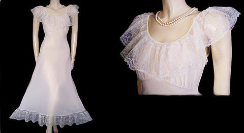 VINTAGE VICTORIAN-LOOK VAN RAALTE BRIDAL TROUSSEAU NIGHTGOWN WITH HUGE LACE COLLAR & FLOUNCE WITH FABULOUS COBWEB LACE