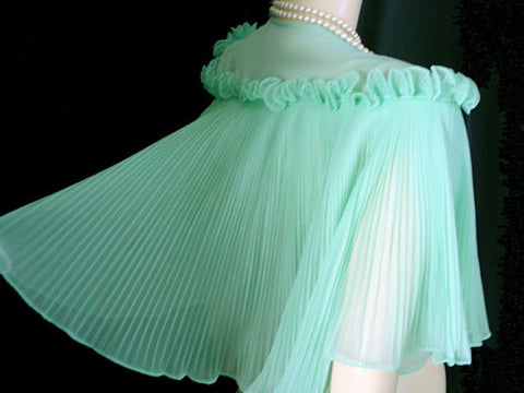 GLAMOROUS VINTAGE VANITY FAIR CRYSTAL PLEATED RUFFLED BED JACKET IN SEASIDE