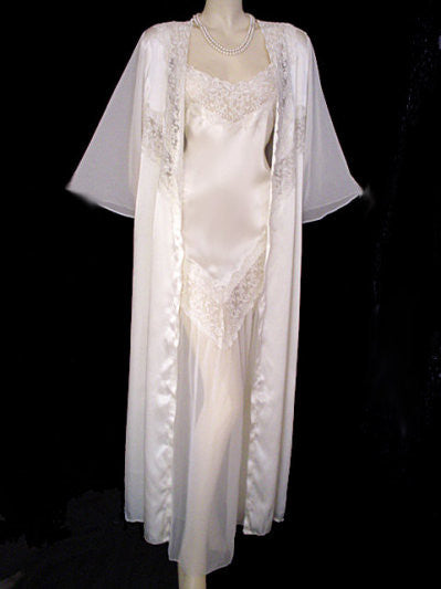 ROMANTIC INTIMATE TOUCH BRIDAL TROUSSEAU PEIGNOIR & NIGHTGOWN SET FROM THE U.K. WITH CHANTILLY LACE, CHIFFON & GLEAMING SATIN - SIZE EXTRA LARGE  XL