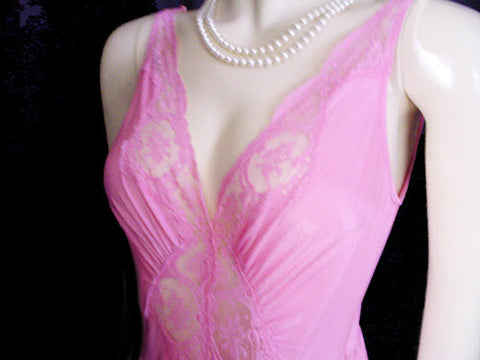 VINTAGE OLGA BODYSILK SPANDEX LACE NIGHTGOWN IN WINTER ORCHID - SIZE LARGE