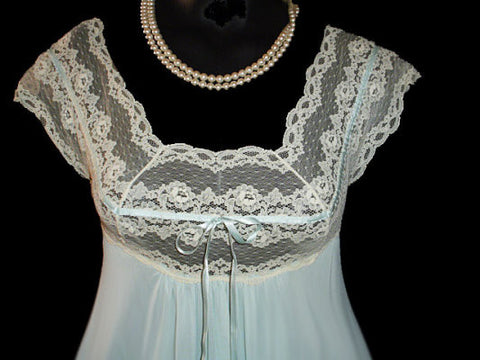 NEVER BEFORE SEEN STYLE - RARE VINTAGE OLGA FINE LACE & SATIN RIBBON GRAND SWEEP NIGHTGOWN IN PARIS EVENINGS