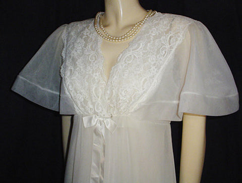 VINTAGE SHADOWLINE  BRIDAL TROUSSEAU DOUBLE NYLON & LACE PEIGNOIR & NIGHTGOWN SET IN BRIDAL VEIL