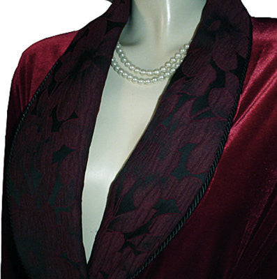 NEW - GORGEOUS DIAMOND TEA LUXURIOUS WRAP-STYLE SPANDEX VELVET VELOUR ROBE IN CRANBERRY WITH APPLIQUE-LIKE BROCADE COLLAR & CUFFS - SIZE LARGE - WOULD MAKE A WONDERFUL BIRTHDAY OR ANYTIME GIFT