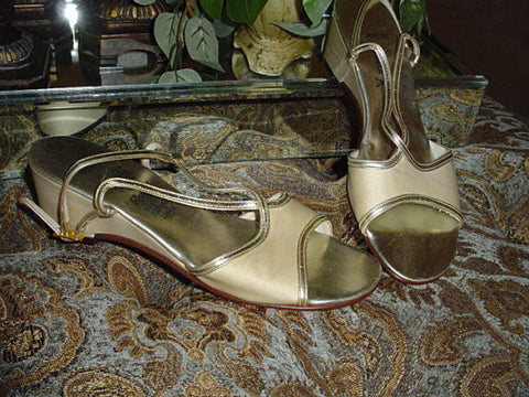 BEAUTIFUL VINTAGE ALMALFI MADE IN ITALY FOR NEIMAN MARCUS GOLD LEATHER-TRIMMED SANDALS