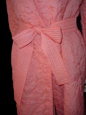 BEAUTIFUL LUXURIOUS VINTAGE '60s SILKY QUILTED ROBE MADE IN HONG KONG IN SIERRA SUNSET