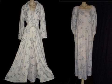 BEAUTIFUL VINTAGE MISS ELAINE BLUE & WHITE FLORAL PEIGNOIR & NIGHTGOWN SET