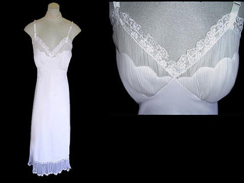 BEAUTIFUL VINTAGE SHADOWLINE SEA SHELL BODICE PLEATED LACE SLIP