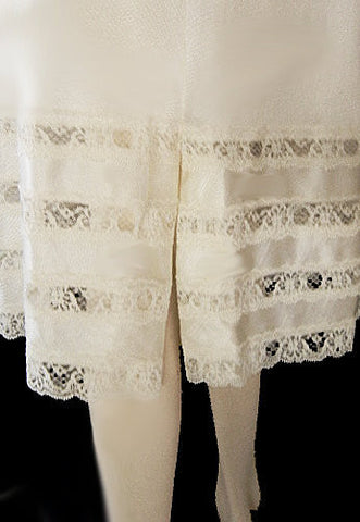 VINTAGE MOVIE STAR 4-TIER LACE HEM ANTRON III NYLON SLIP IN BAMBOO