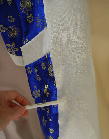 VINTAGE ORIENTAL ASIAN REVERSIBLE ROYAL BLUE, GOLD & WHITE SATIN PEIGNOIR ROBE