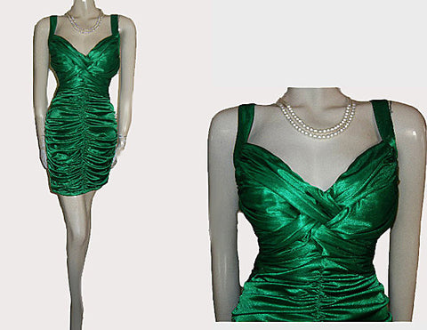 GORGEOUS SATINY RUCHED EMERALD FORM FITTING EVENING DRESS IN SIZE XL - EXTRA LARGE