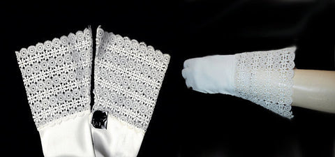 ELEGANT VINTAGE '50s / EARLY '60s HEAVY EMBROIDERED LACE CUFF GAUNTLET GLOVES - NEW OLD STOCK WITH TAGS