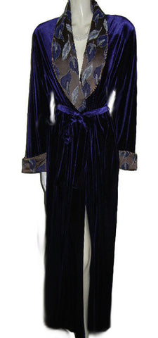 NEW - GORGEOUS DIAMOND TEA LUXURIOUS WRAP-STYLE SPANDEX VELVET VELOUR ROBE IN AMETHYST WITH BROCADE APPLIQUE-LOOK FLORAL & LEAF COLLAR & CUFFS - SIZE MEDIUM - WOULD MAKE A WONDERFUL GIFT