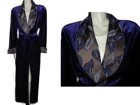 NEW GORGEOUS DIAMOND TEA LUXURIOUS WRAP-STYLE VELVET VELOUR ROBE IN AMETHYST WITH FLORAL & LEAVES BROCADE COLLAR & CUFFS - SIZE LARGE