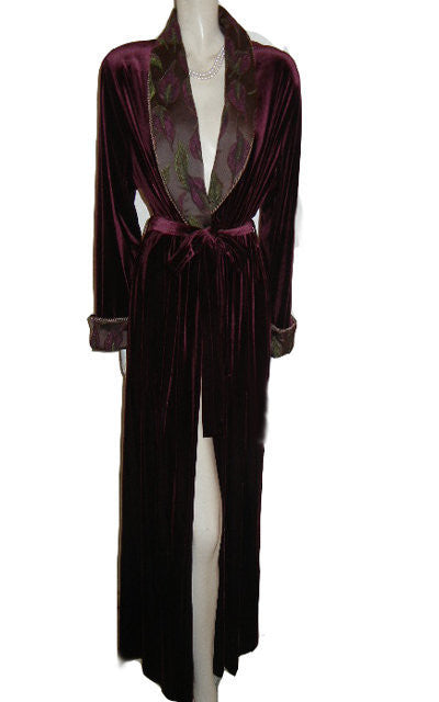 NEW - GORGEOUS DIAMOND TEA LUXURIOUS WRAP-STYLE SPANDEX VELVET VELOUR ROBE IN TUSCAN WINE WITH BROCADE FLORAL & LEAVES COLLAR & CUFFS - SIZE MEDIUM - WOULD MAKE A WONDERFUL GIFT