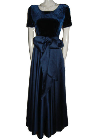 GORGEOUS CDC CARMEN DESIREE COMPANY VELVETY MIDNIGHT NAVY & PEAU DE SOIE GRAND SWEEP OF OVER 24 FEET EVENING GOWN ADORNED WITH A HUGE SASH & BOW