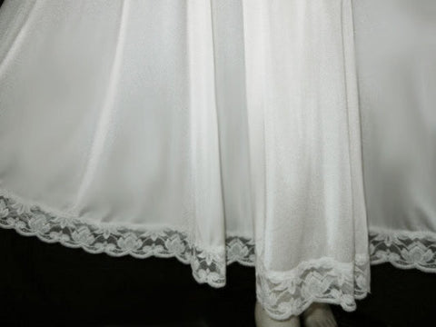 "RARE VINTAGE OLGA ""DESIGNER COLLECTION"" BRIDAL TROUSSEAU SPANDEX LACE GRAND SWEEP NIGHTGOWN WITH FABULOUS RARE SCALLOPED LACE HEM IN WEDDING DAY - OVER 14 FEET OF SLINKY NYLON!"