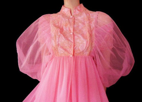 VINTAGE JENELLE LACE & SATIN DOUBLE NYLON BRIDALTROUSSEAU PEIGNOIR & NIGHTGOWN SET IN POODLE PINK