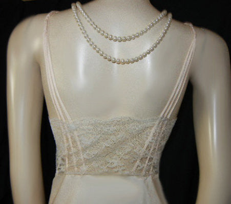 VINTAGE '70s CLARICE BY BARBIZON LACE & SATIN DE LYS NIGHTGOWN IN CHAMPAGNE BUBBLES