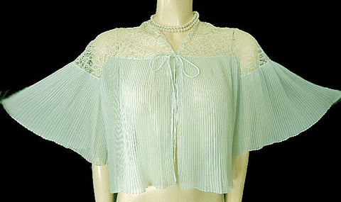 GLAMOROUS VINTAGE BARBIZON CRYSTAL PLEATED RUFFLED BED JACKET IN SEA FROTH