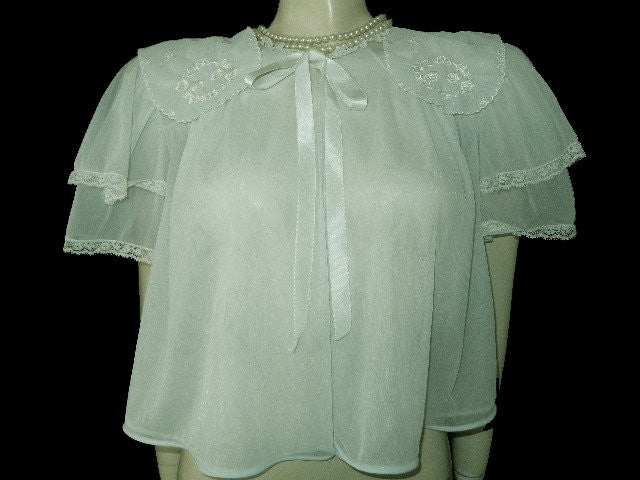 GLAMOROUS VINTAGE MUNSINGWEAR EXQUISITELY EMBROIDERED DOUBLE NYLON LACEY BED JACKET IN OCEAN KISS