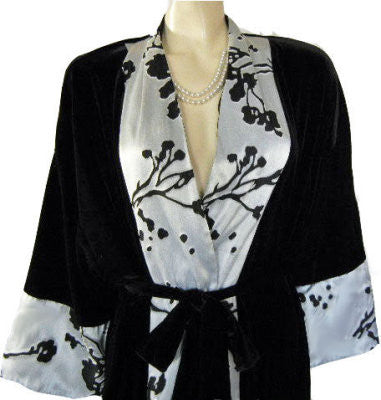 SOPHISTICATED DELICATES SPANDEX BLACK VELOUR DRESSING GOWN ROBE WITH BLACK & SILVER COLLAR & CUFFS - EXTRA LARGE SIZE