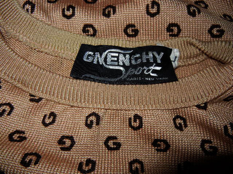 BEAUTIFUL VINTAGE 1970s GIVENCHY FINE KNIT PULLOVER SWEATER WITH LOGO