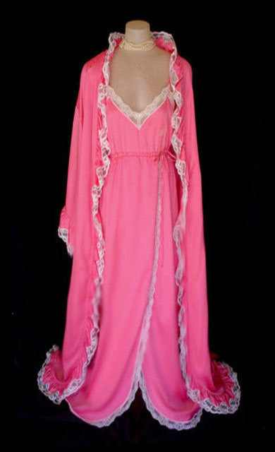 FABULOUS VINTAGE GIVENCHY PINK CHAMPAGNE LACE FROSTED PEIGNOIR & NIGHTGOWN SET WITH LOGO