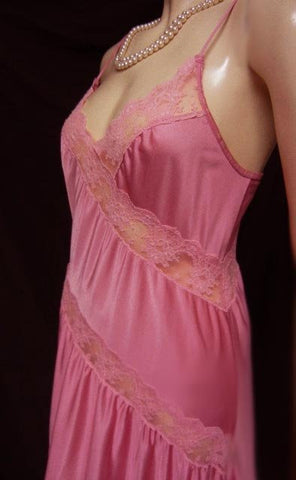 VINTAGE HENSON KNICKERNICK DIAGONAL SWIRLS OF LACE NIGHTGOWN IN CHERRY BLOSSOM