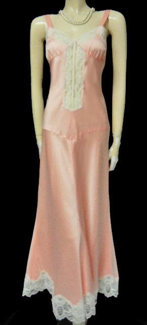 VINTAGE LUXURIOUS SATIN AND LACE BIAS CUT NIGHTGOWN IN SOUTHERN PEACH
