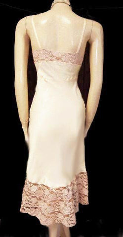 VINTAGE '40s / '50s SEAMPRUFE IVORY EGGSHELL SATIN FLARED NET & WIDE LACE SLIP