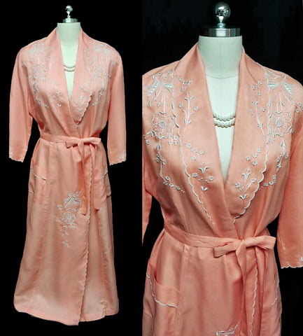 FABULOUS VINTAGE '40s / '50s CUTWORK ROBE DRESSING GOWN ADORNED WITH SILVERY EMBROIDERED FLOWERS & LEAVES