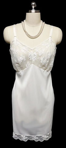VINTAGE '60s ARISTOCRAFT BY SUPERIOR SLIP  DRIPPING WITH LACE AND SATIN BOW APPLIQUE