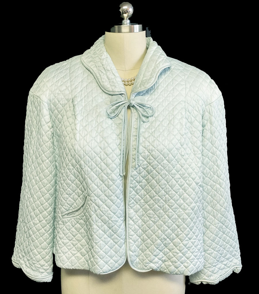 "VINTAGE BARBIZON QUILTED ""PUFFETT"" SCALLOPED BED JACKET WITH A COILED DECORATIVE CLOSURE IN AQUAMARINE"