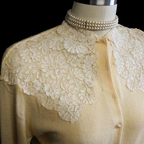 BEAUTIFUL AND UNIQUE VINTAGE 1950's VERY FEMININE SHEER CHANTILLY LACE SWEATER