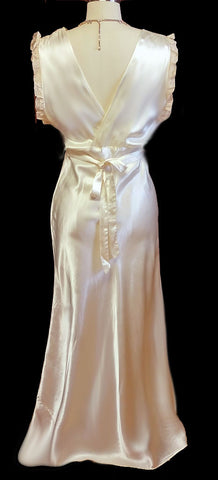 GLAMOROUS VINTAGE '30s / '40s IVORY SATIN WITH ECRU LACE BIAS CUT NIGHTGOWN