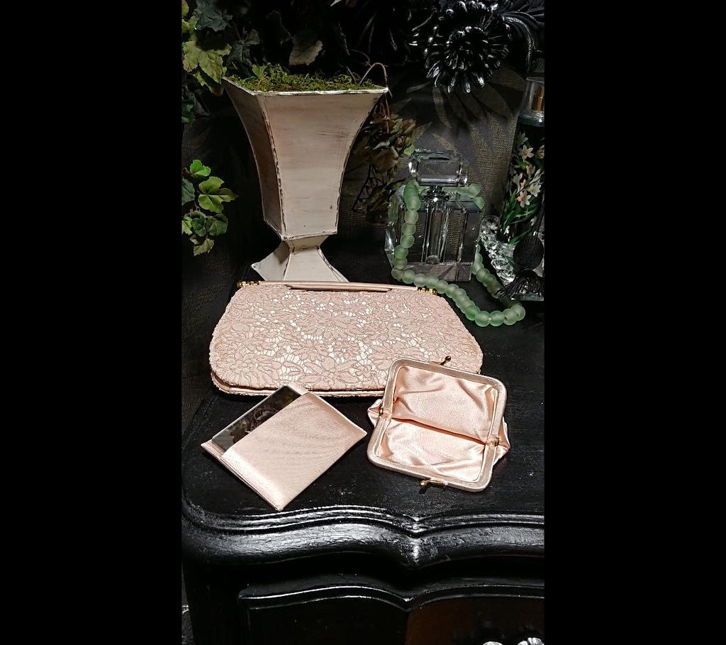 VINTAGE 1960s BIENEN-DAVIS CHANTILLY LACE & SATIN EVENING BAG / EVENING PURSE IN BLUSH
