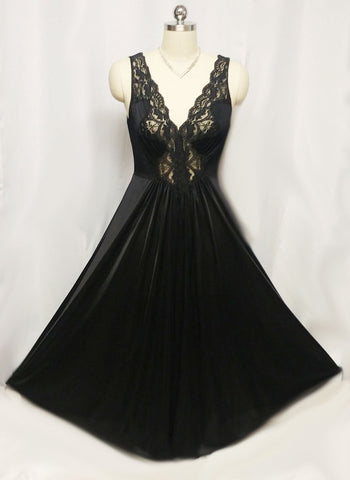 VINTAGE OLGA-LOOK LACE SPANDEX NIGHTGOWN IN EBONY