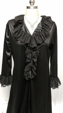 VINTAGE 60s / 70s GLAMOROUS VICTORIAN-LOOK BLACK DRESSING GOWN OR NIGHTGOWN DRIPPING WITH LACE