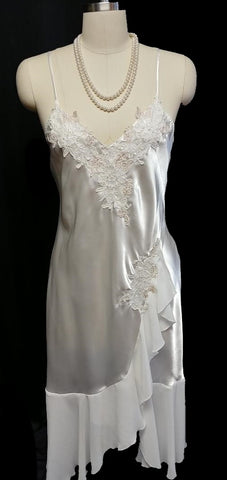 GLAMOROUS BLOSSOM INTIMATES BRIDAL CHANTILLY LACE SATIN PEIGNOIR & NIGHTGOWN SET IN BRIDAL VEIL