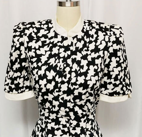 VINTAGE 1980s CAROLINA HERRERA BLACK & WHITE PEPLUM SUMMER SUIT