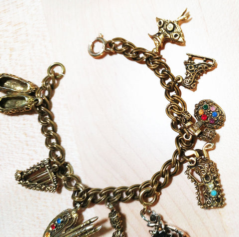 VINTAGE GOLD-TONE 9 JEWELED INTRICATE CHARM BRACELET
