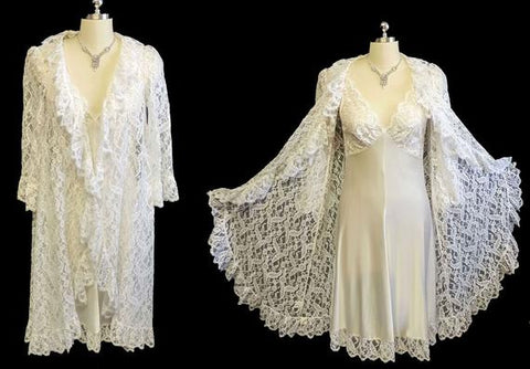 VINTAGE BRIDAL LUCIE ANN FOR CLAIRE SANDRA BEVERLY HILLS EYELASH LACE PEIGNOIR & NIGHTGOWN SET IN BRIDAL WHITE