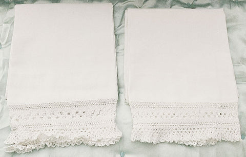 EXQUISITE VINTAGE HEIRLOOM CROCHETED BY HAND LACE RUFFLE PILLOW CASES - 1 PAIR