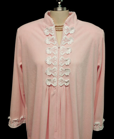 LUXURIOUS VINTAGE DIAMOND TEA QUALITY DAVID BROWN VELVETY VELOUR ZIP UP DRESSING GOWN ROBE IN APPLE BLOSSOM ADORNED WITH APPLIQUES - SIZE LARGE