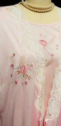 DELTA BURKE LACE BIAS CUT FLORAL EMBROIDERED PEIGNOIR & NIGHTGOWN SET - SIZE 2X