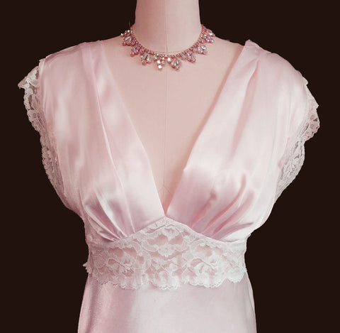 GLAMOROUS VINTAGE '80s PINK CHARMEUSE LIKE SATIN LACE NIGHTGOWN